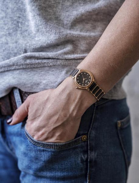 Наручные часы 33 ELEMENT 331407C - фото с людьми